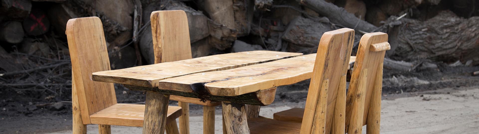 Magnifiek Robuuste houten meubels te huur bij M. van der Spek @OG92
