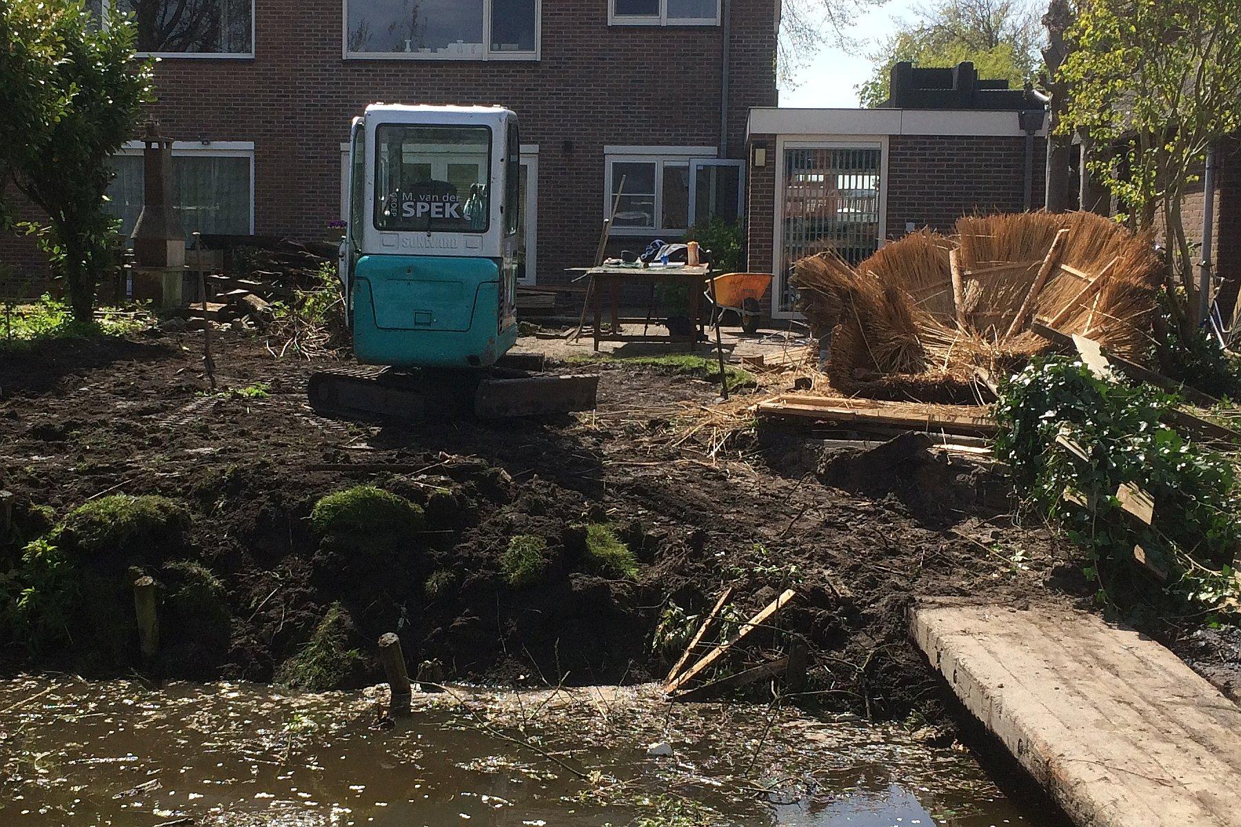 Tuin Aanleggen Voorbeelden : Strakke tuin aanleggen in benthuizen
